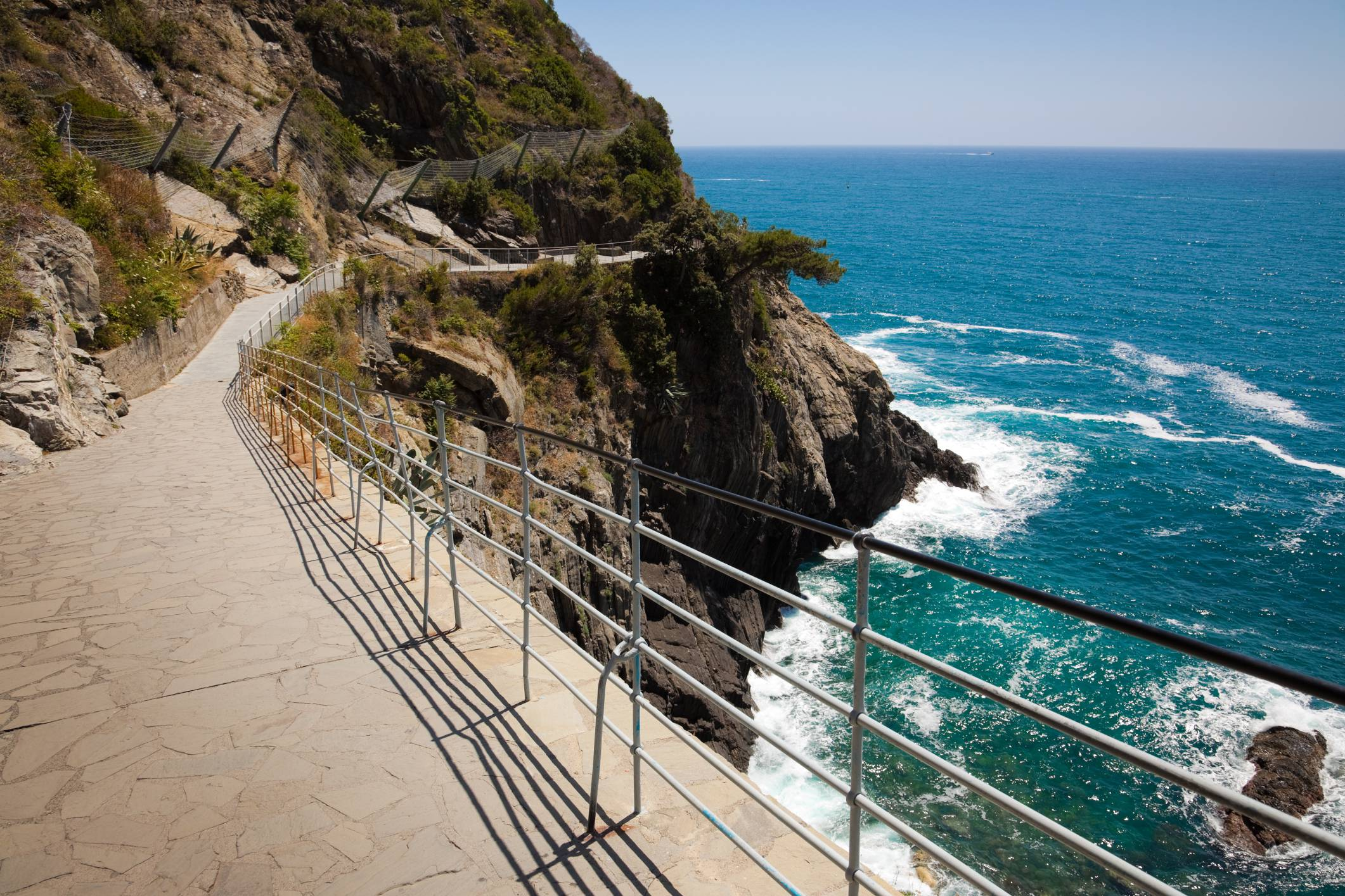 cinque_terre_via_dell_amore_ThinkstockPhotos-133993475