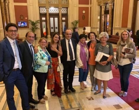 ANSA/ Passa alla Camera la legge sulla lettura