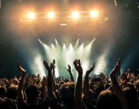 La tempistica dei finanziamenti a sostegno dello spettacolo dal vivo